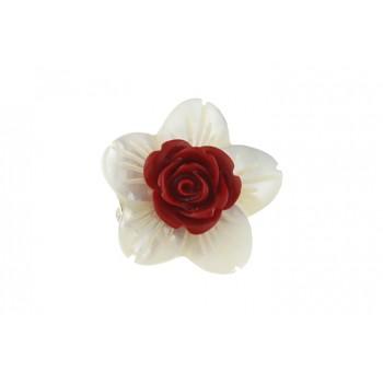 Brosa floare sidef si trandafir coral rosu