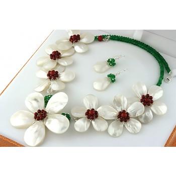 Set exclusivist cu flori din sidef, coral rosu si jad verde